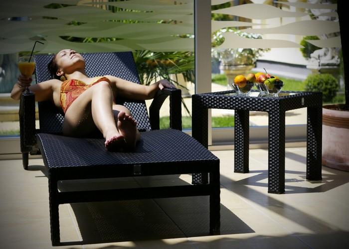 Napozás a Xavin Hotel wellness részlegében