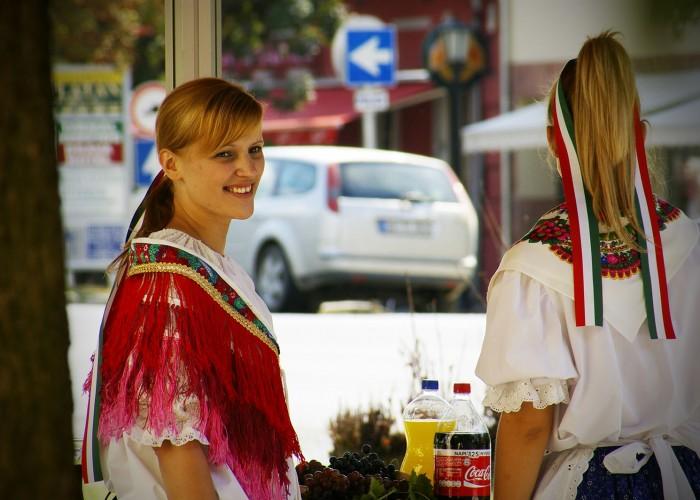 Harkány szüreti fesztivál - népviseletbe öltözve