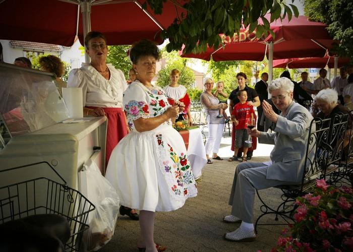 Harkány szüreti fesztivál - ének a szálloda kerthelyiségében