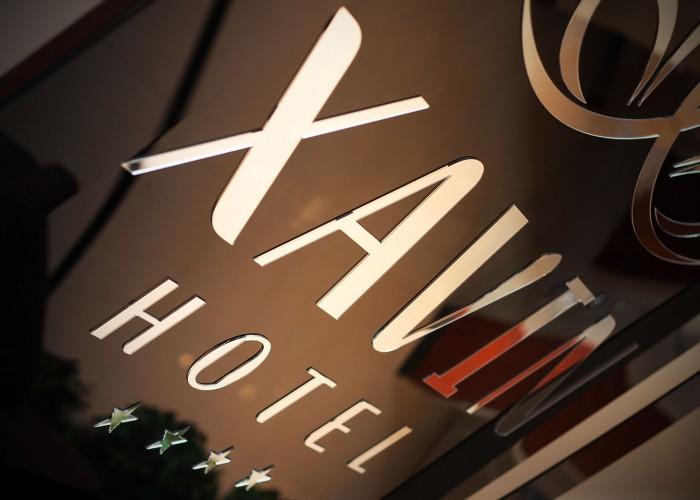Xavin Hotel tábla