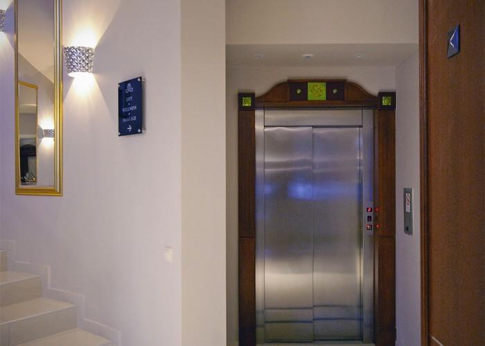 A Xavin Hotel Harkány korszerű és kényelmes liftje