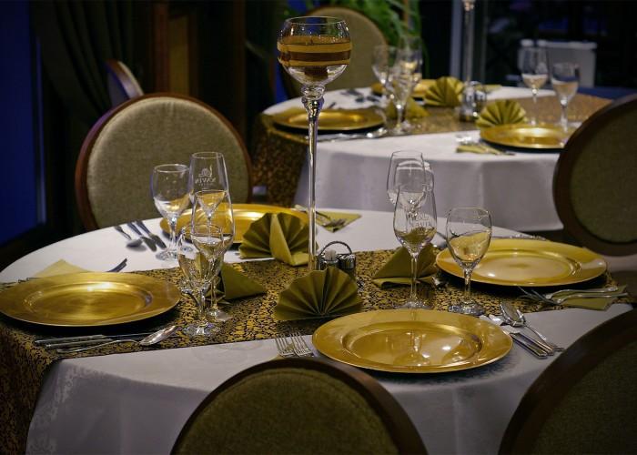 Az Oliva étterem megterített asztala