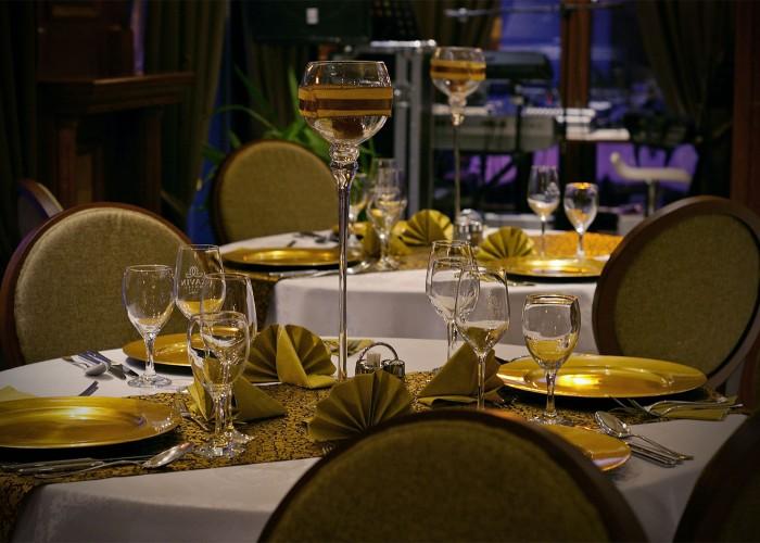 Arany árnyalatba burkolt elegancia a Xavin Hotel éttermében