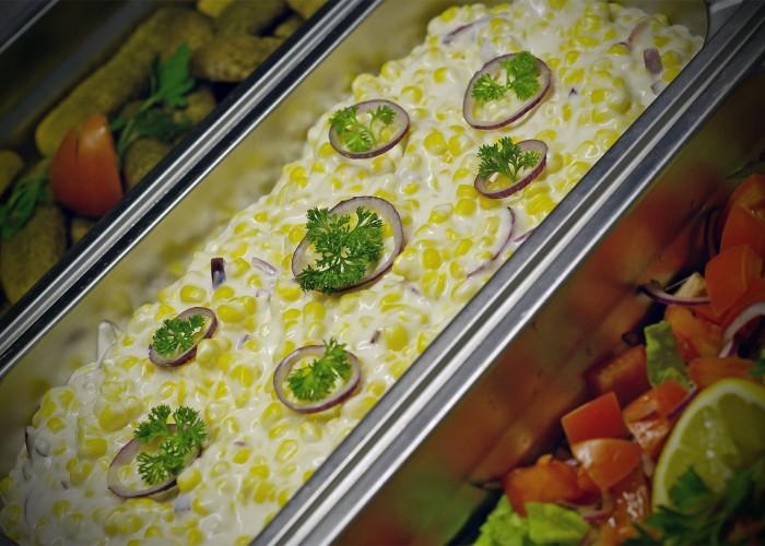 Kukoricasaláta és más finom falatok a salátabárban