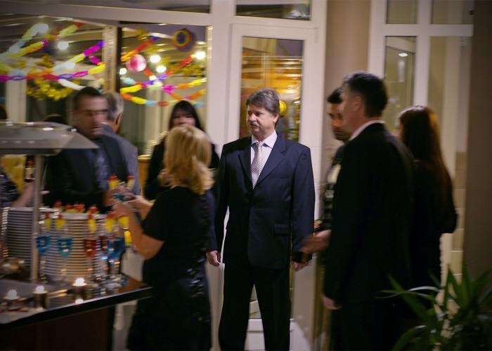 A vendégek fogadása üdvözlő koktéllal a szálloda éttermében