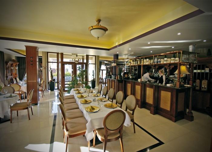 Beltér a Xavin Hotel Oliva éttermében