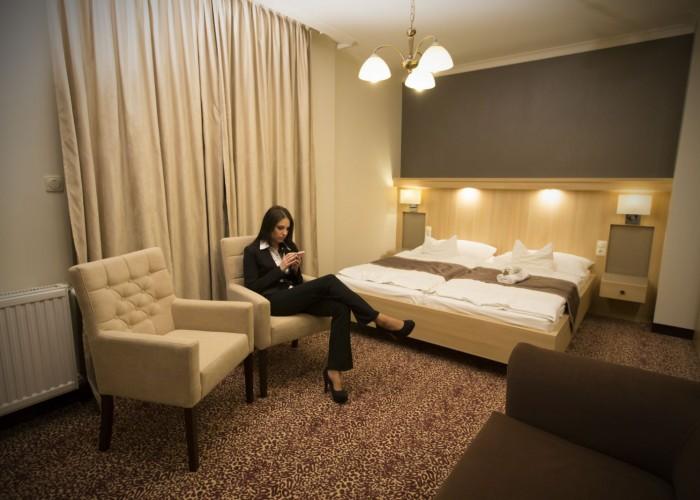 A szálloda minden szobájában ingyenes wifi kapcsolat áll a vendégek rendelkezésére