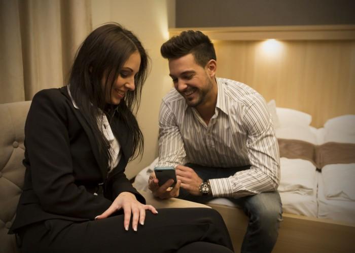 A hotel szobáiban ingyenes wifi kapcsolat áll a vendégek részére.