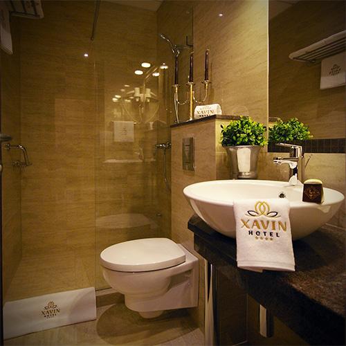 Standard kétágyas szoba 1 fő pótággyal - fürdő