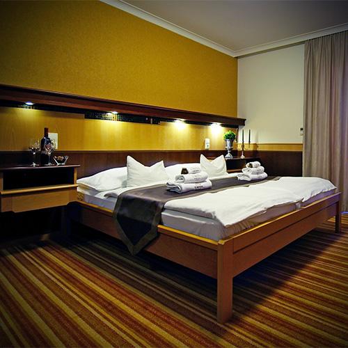 Standard franciaágyas szoba pótággyal - ágy