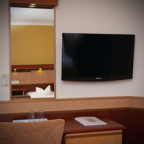 Standard kétágyas szoba - LCD televízió és tükör