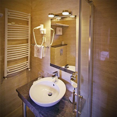 Standard franciaágyas szoba - fürdő