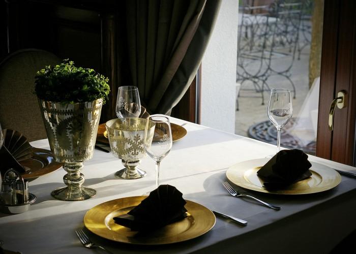 A harkányi Olíva étterem egy előkészített asztala