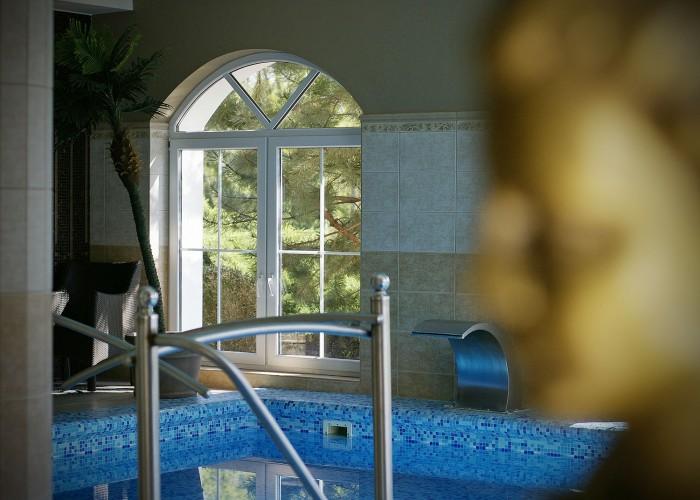 A szálloda wellness részlegének merülő medencéje