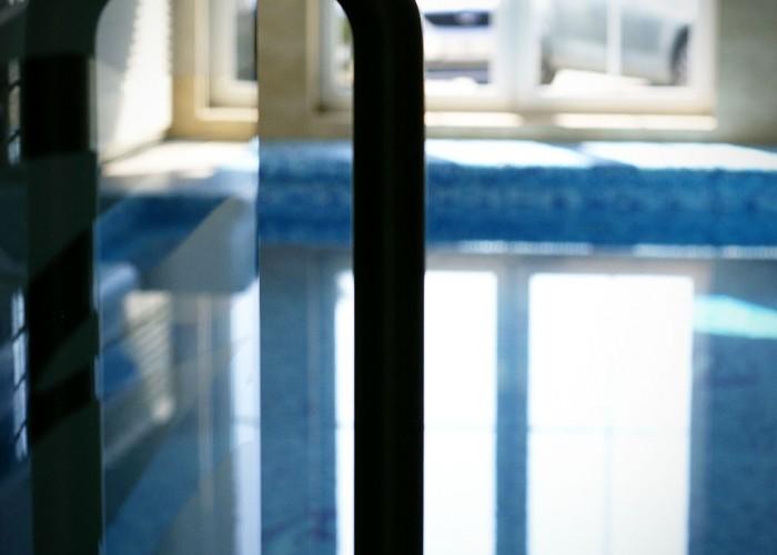 A merülő medence termének bejárati ajtaja