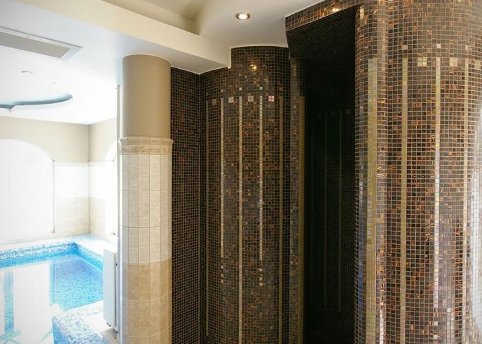 A harkányi Xavin Hotel élmény zuhanyának bejárata