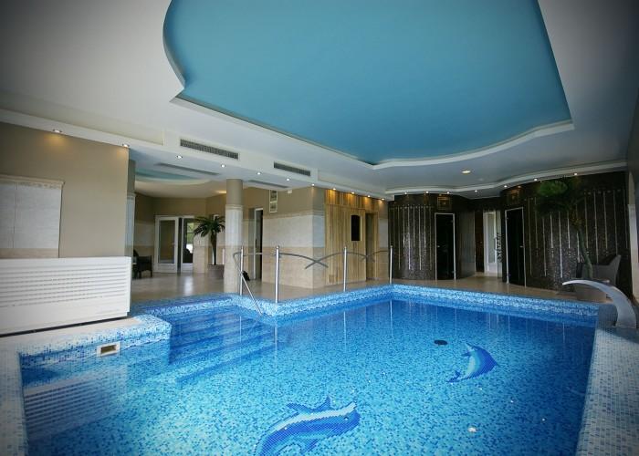 A szálloda gőz- és sókabinjához, valamint finn szaunájához tartozó merülő medence