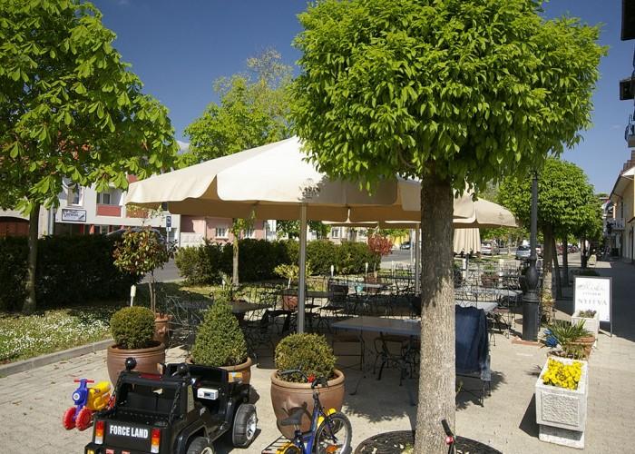 xavin Hotel Harkány mediterrán kerthelyiség, gyerekjátékok, bicikli, kisautó, kikapcsolódás a gyerekeknek is