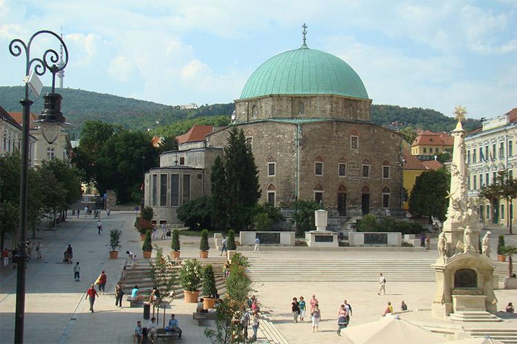 Széchenyi téren fekvő Gázi Kászim Pasa Dzsámija