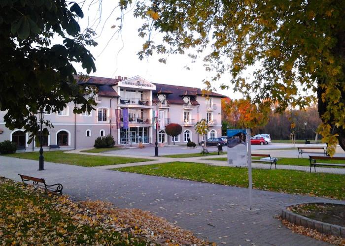A Xavin Hotel Harkány őszi látképe