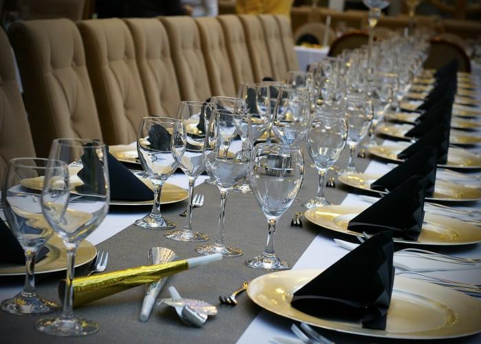 Szilveszter - megterített asztal a télikertben