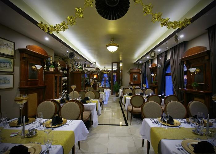Szilveszter - az étterem feldíszítve várja a vendégeket