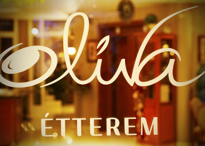 Szilveszter - Oliva étterem bejárata
