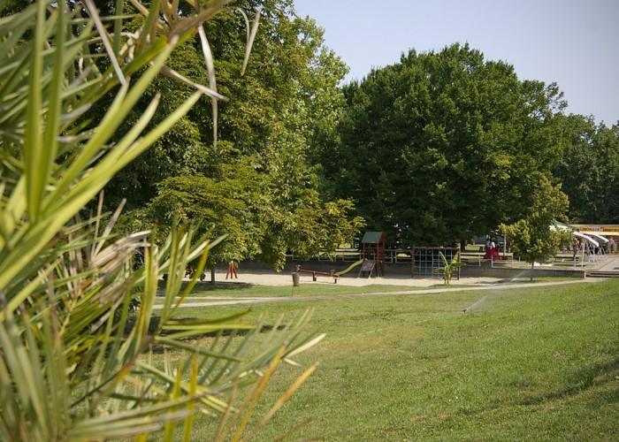 Harkányi Gyógy- és Strandfürdő, parkosított játszótér