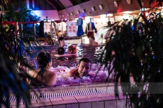 Márton- napi zenés éjszaki fürdőzés Harkányban